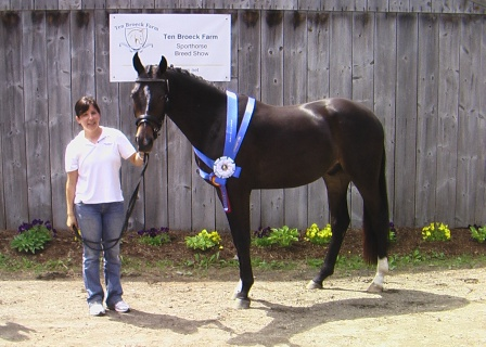 Sabatini HM shows off his ribbons with his owner Kerrie.